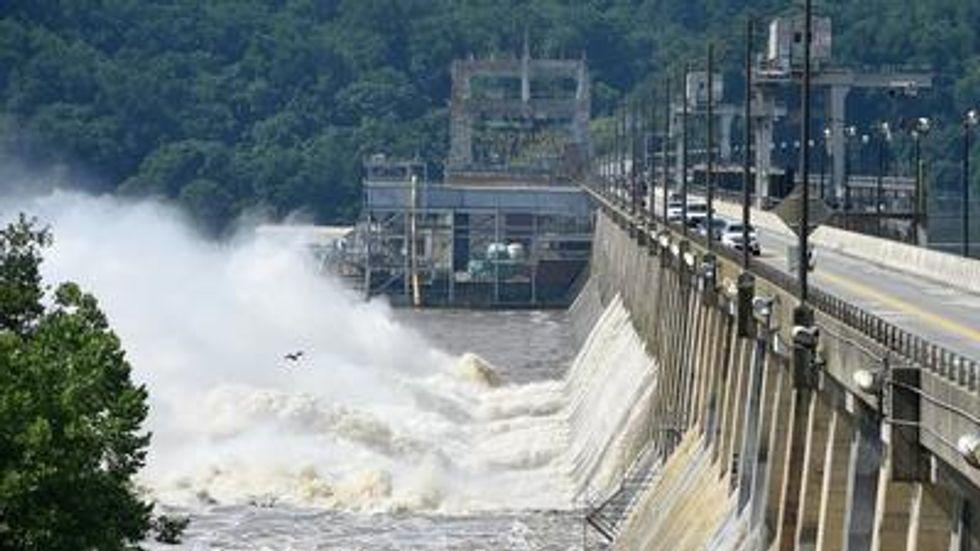 How much Susquehanna River debris could have passed through Conowingo Dam floodgates?