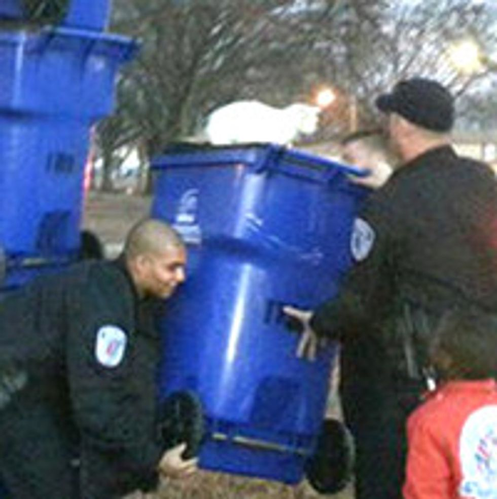 Stray Cats Stuck in Tree for 5 Days Saved by Richmond Police