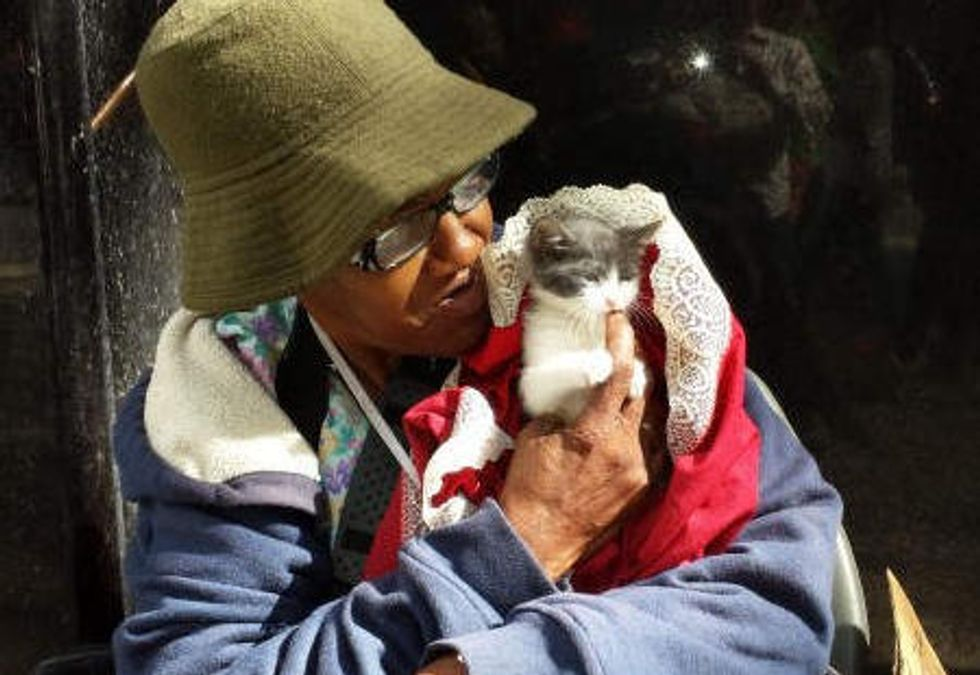 Kitten Gives Hope to Homeless Woman