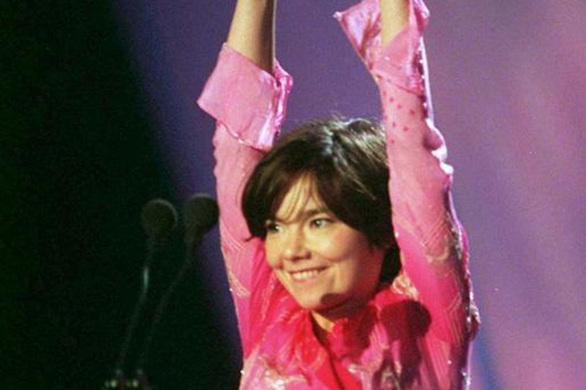 Take In the Splendor of this Monumental Throwback of Björk At the 1998 BRIT Awards