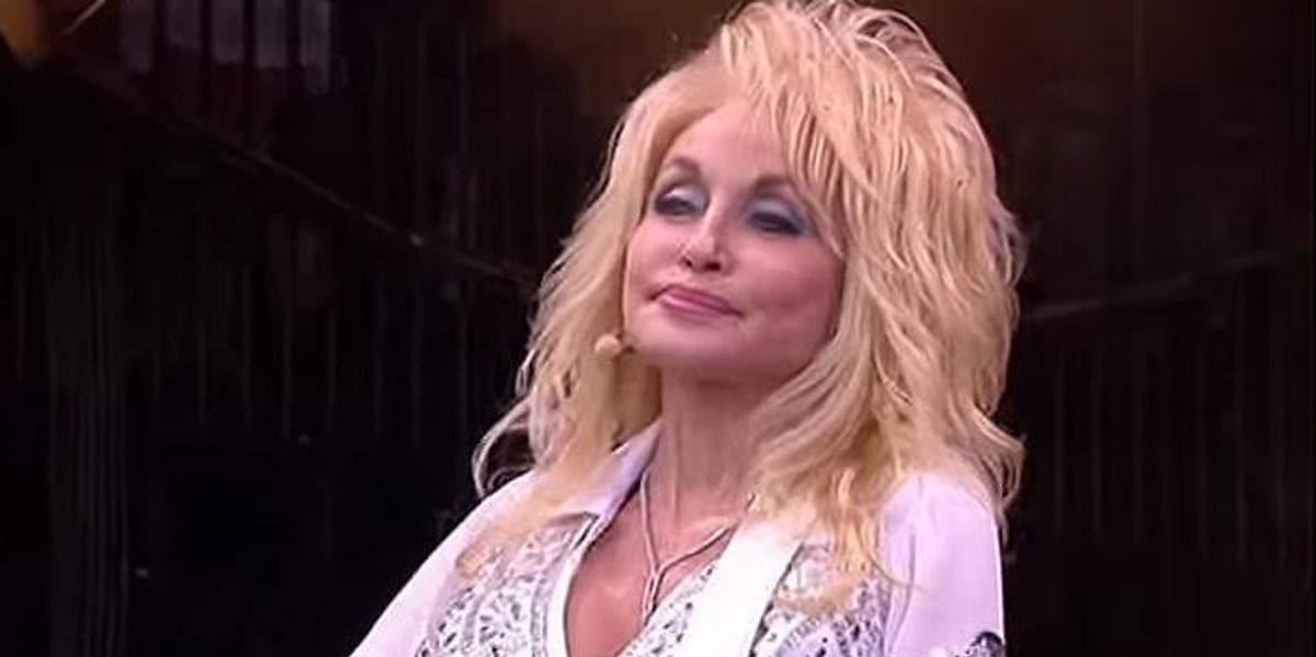 Dolly Parton Announces Her First Tour in 25 Years