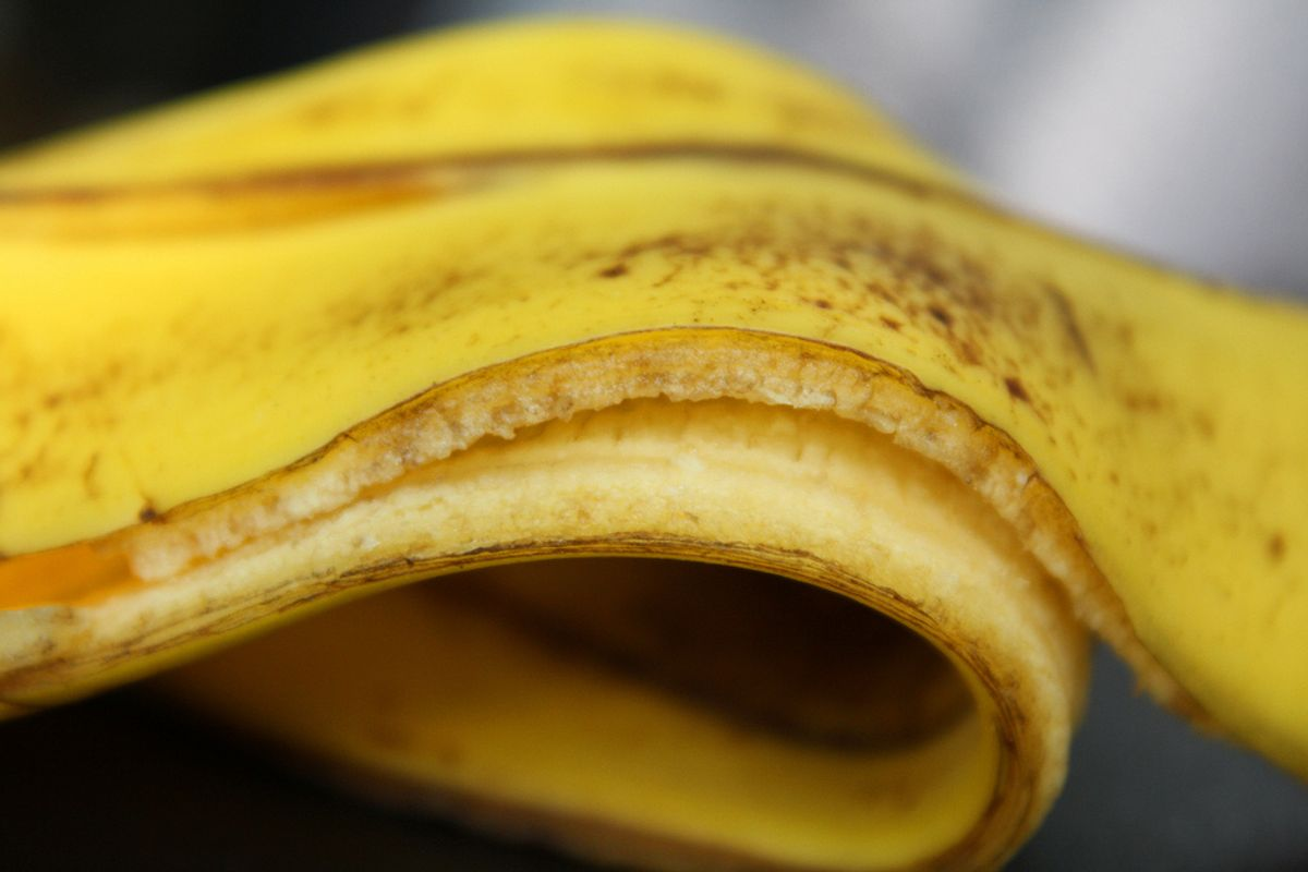 Teenagers Are Obsessed With the #BananaPeelChallenge