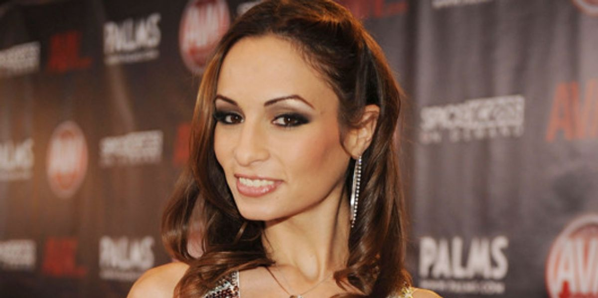 Sexist Coverage Of Adult Actor Amber Rayne's Passing Spurs Huge Social Media Pushback