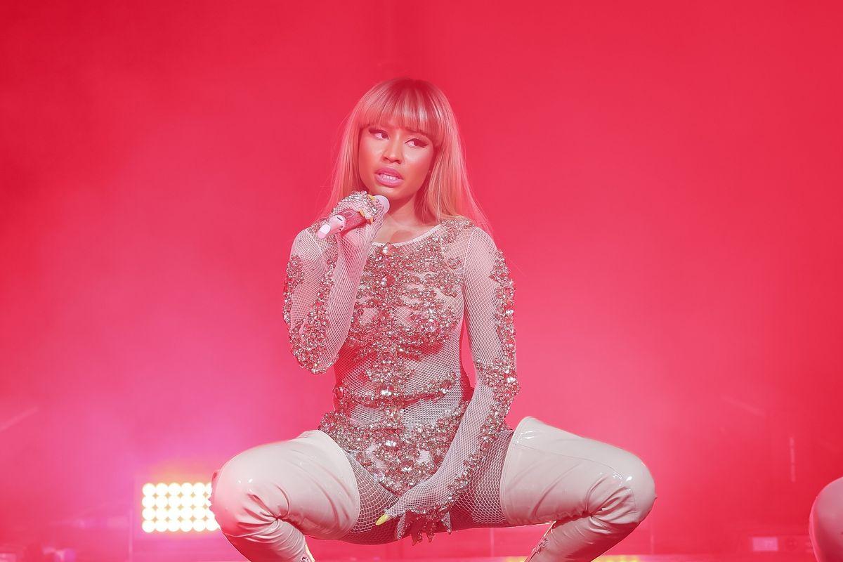 """Nicki Minaj Shuts Down The """"She's Single"""" Rumors In One Fell Swoop"""