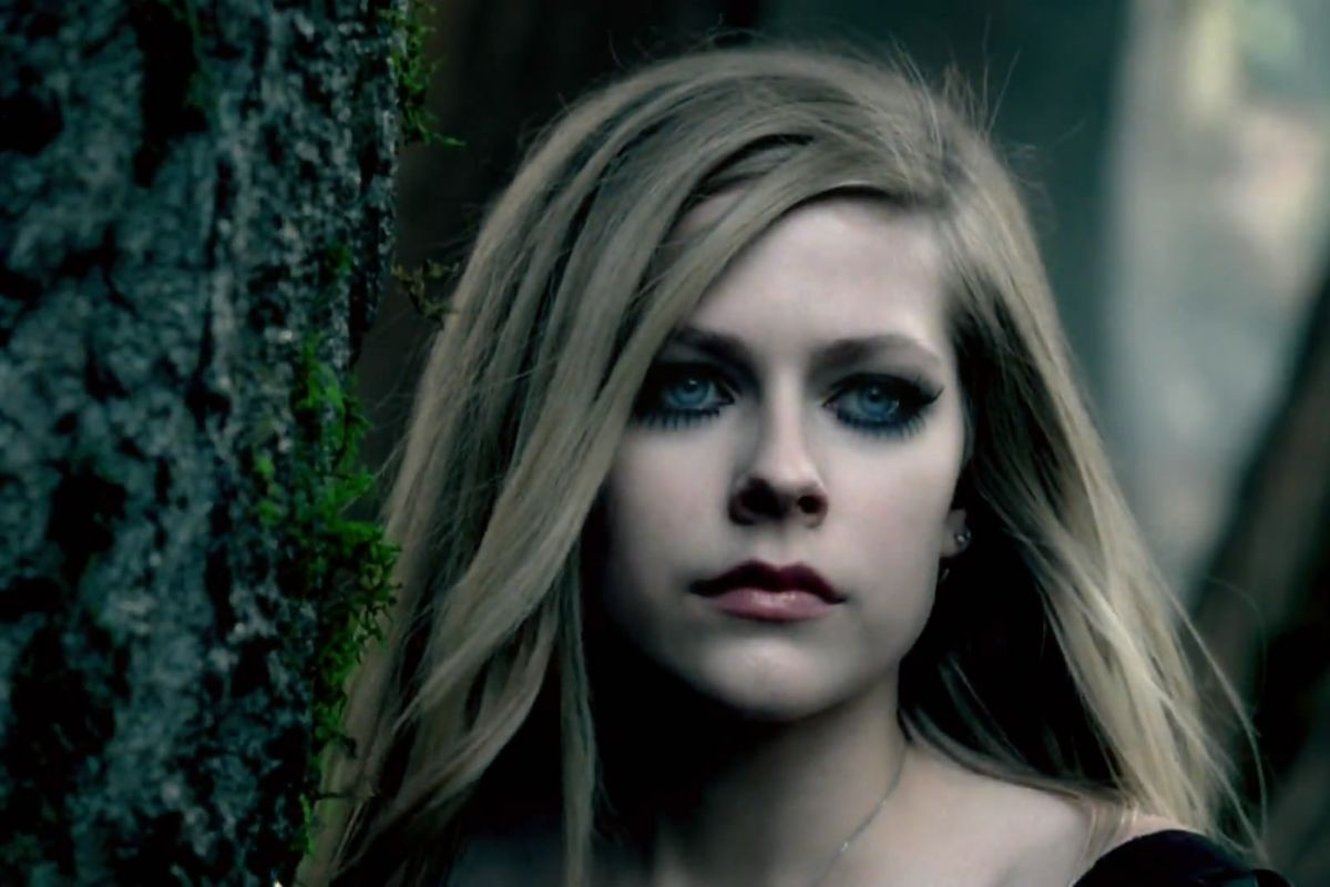 Avril Lavigne Took To Twitter To Defend Nickelback's Honor