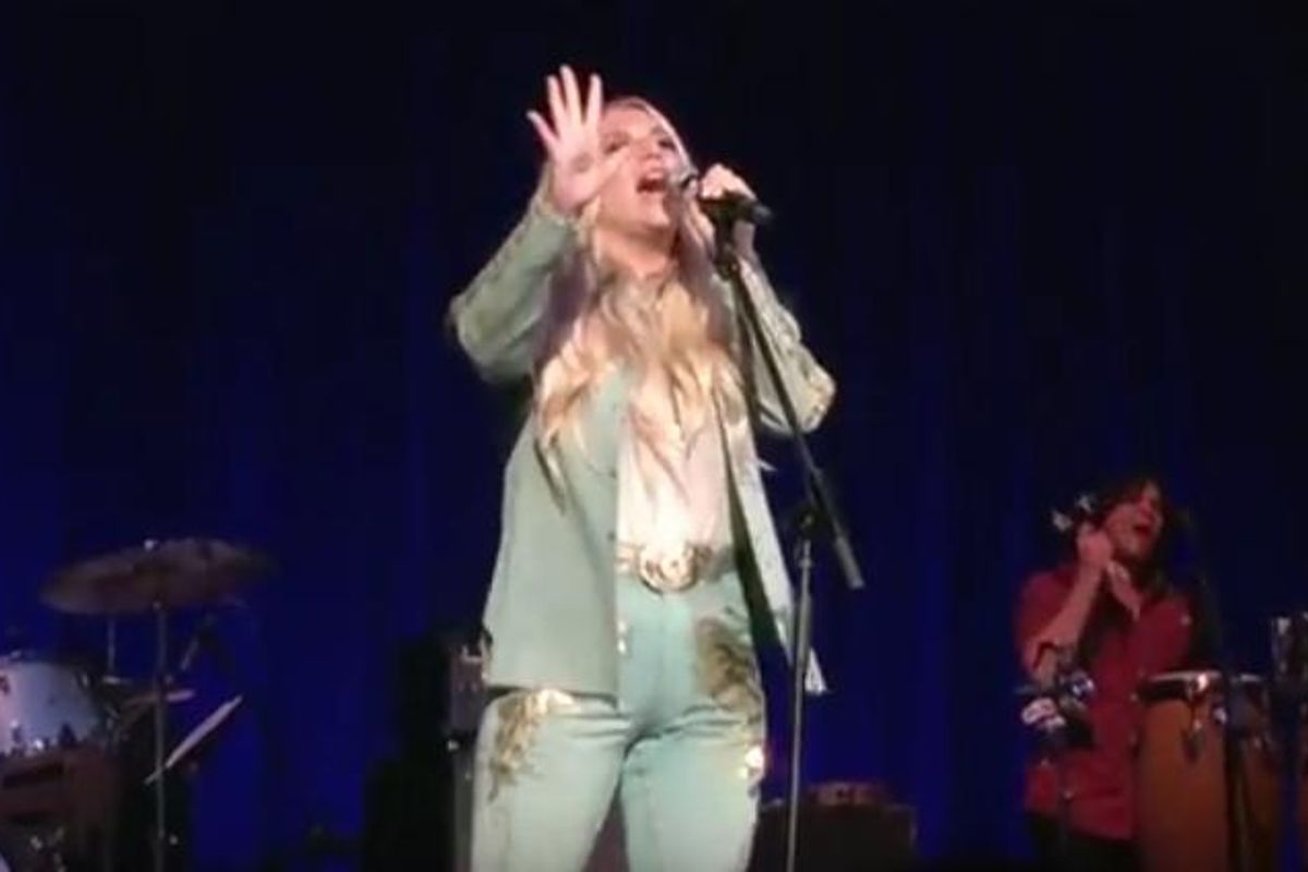 Watch Kesha Perform Another Bob Dylan Song Last Night