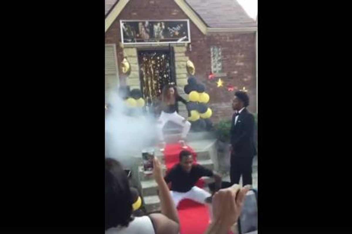 """Girl Enlists Friends to Recreate Beyoncé's """"Formation"""" Choreography For Her Prom Entrance"""