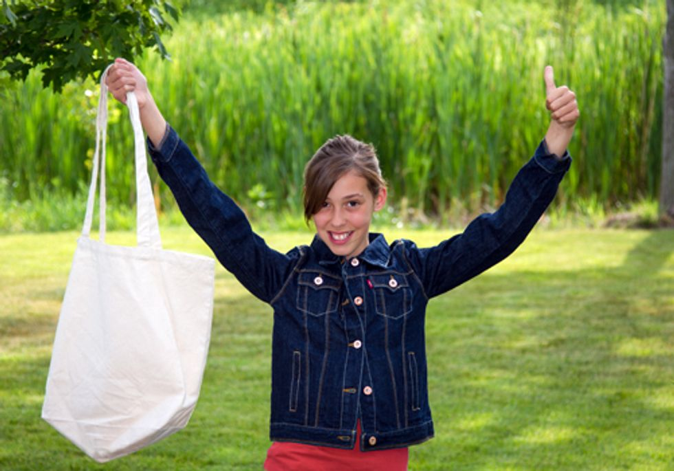 Twelve-Year-Old Spearheads Movement to Ban Plastic Bags in Illinois