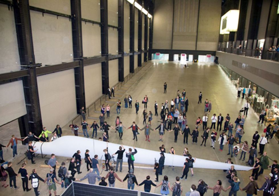 Tate Modern Museum Gets an Unwelcome 'Gift' in Protest of Relationship with BP
