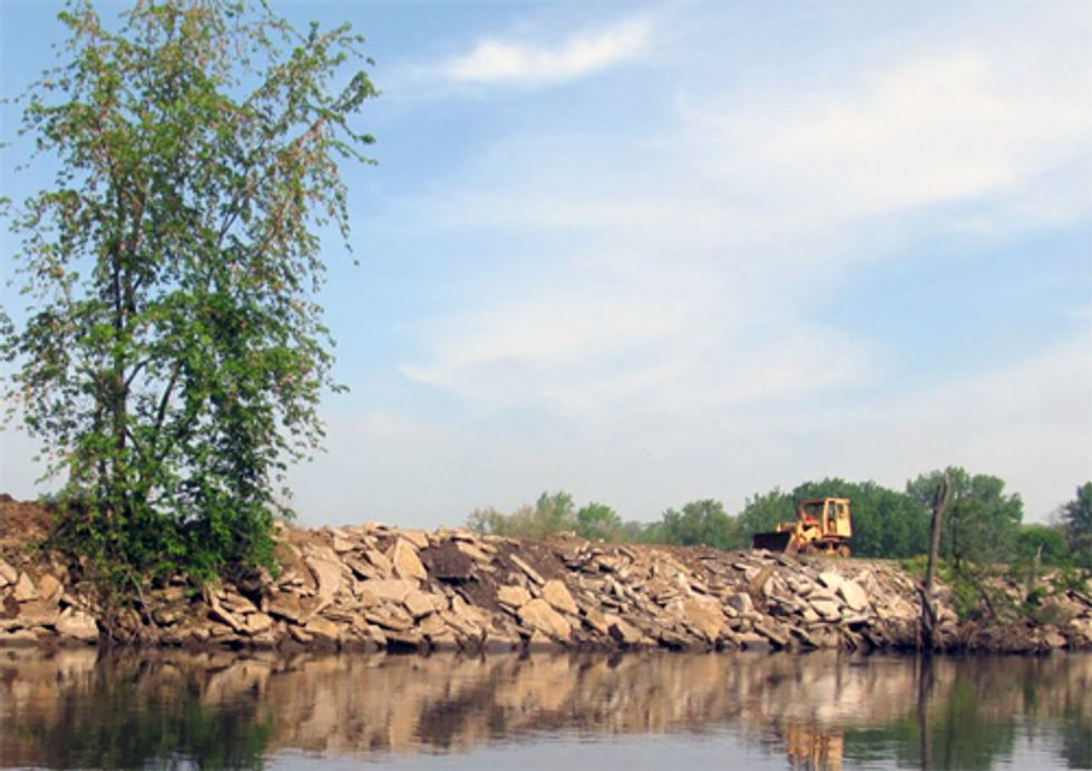 Quad Cities Waterkeeper Files Suit to Stop Concrete Dumping into Green River