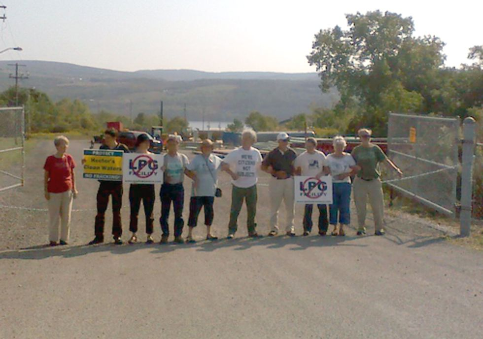 DIRECT ACTION: Protesters Chained to Fence Outside Inergy Facility