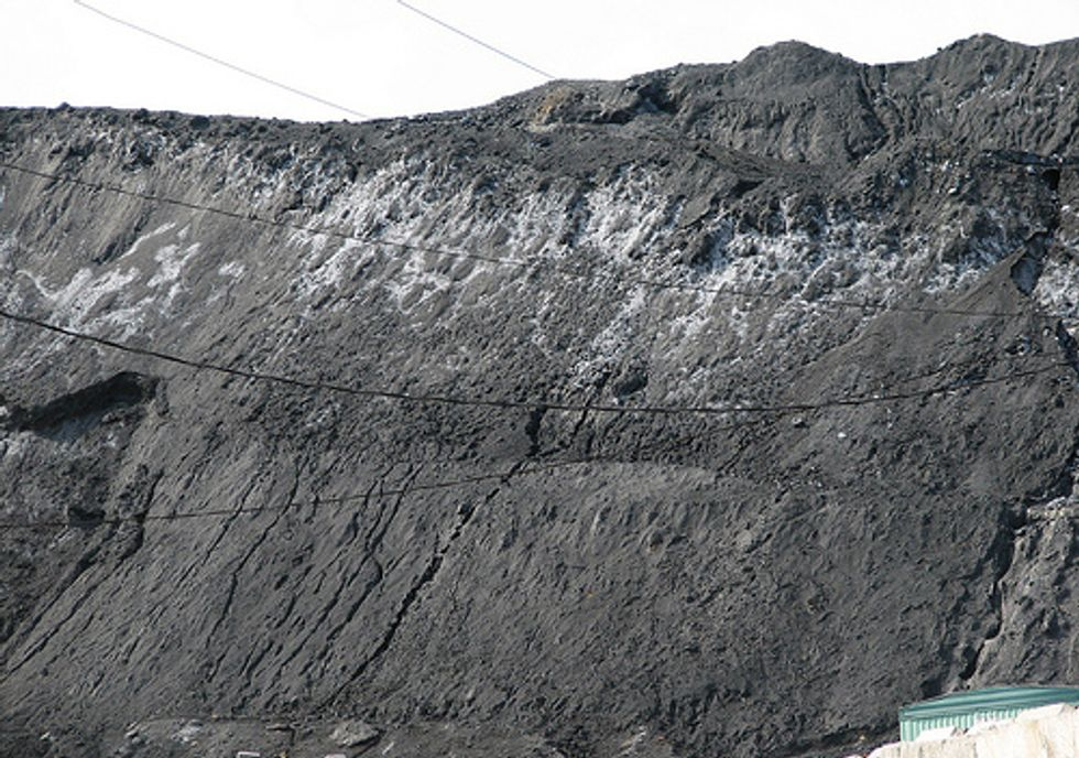 300 Groups Oppose Toxic Coal Ash Bill