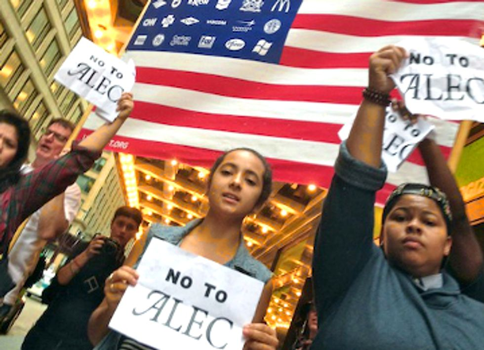 Thousands Shut Down Chicago Streets Protesting ALEC Agenda