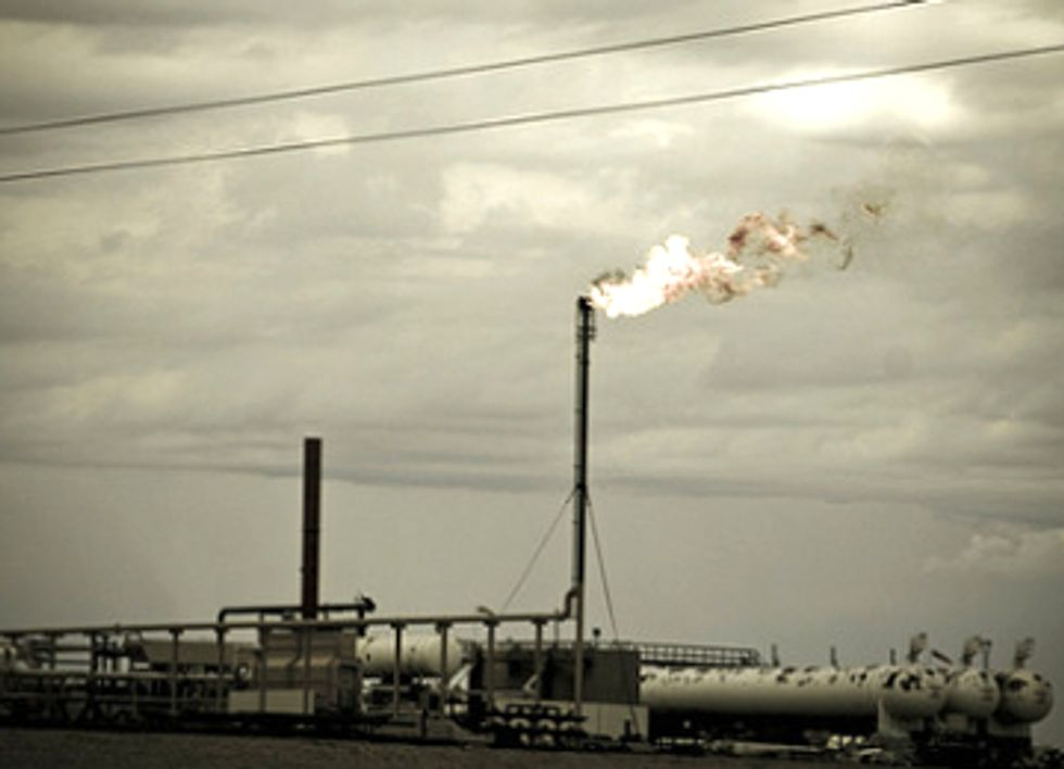 Report Confirms Fracking Pollution Sickens Residents in Texas As Regulators Walk Away
