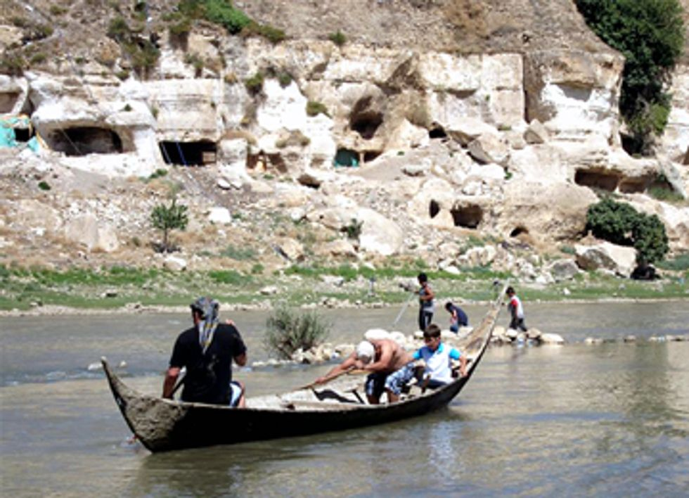 Tigris River Flotilla Begins Historic Voyage Highlighting Importance of Water in Turkey and Iraq