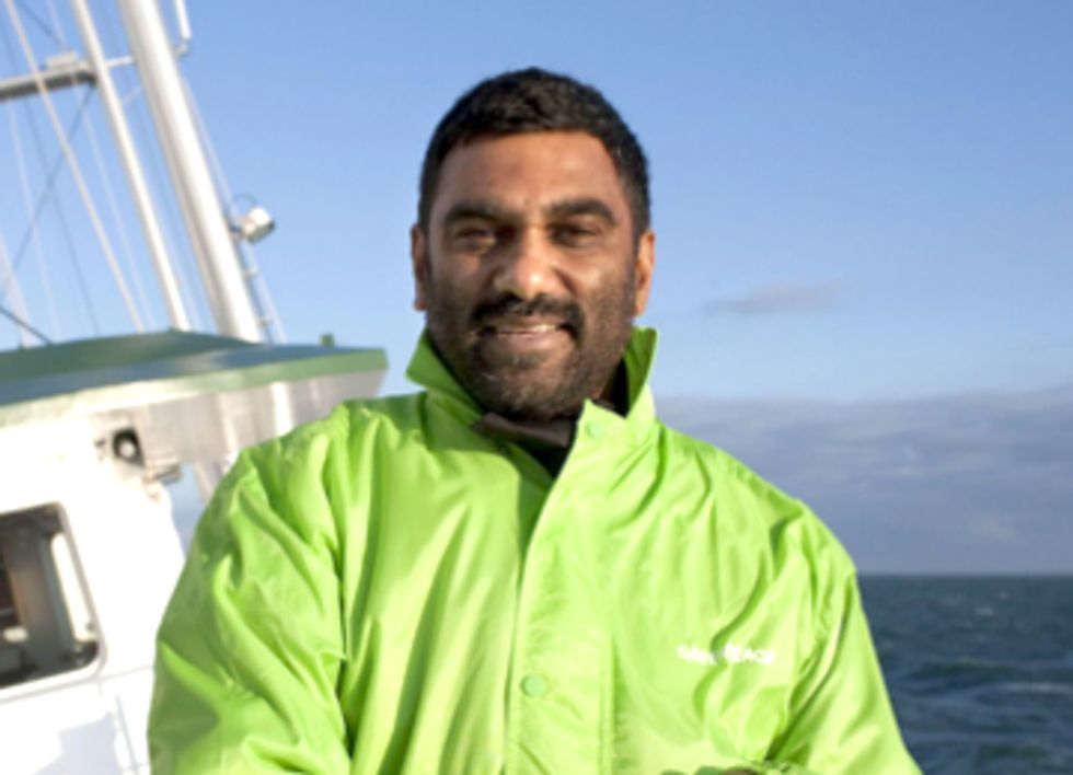 Greenpeace Director Kumi Naidoo Offers Himself in Exchange for Release of Arctic 30