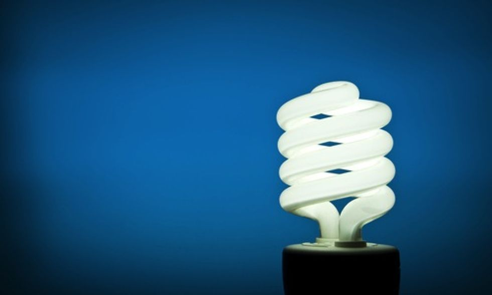 Guide to Buying Energy Efficient Light Bulbs as Daylight Savings Time Ends