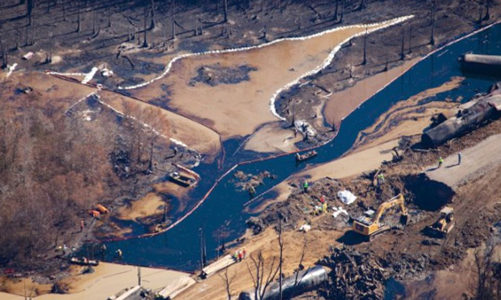 Aerial Video of Alabama Oil Spill Exposes Inadequate Cleanup