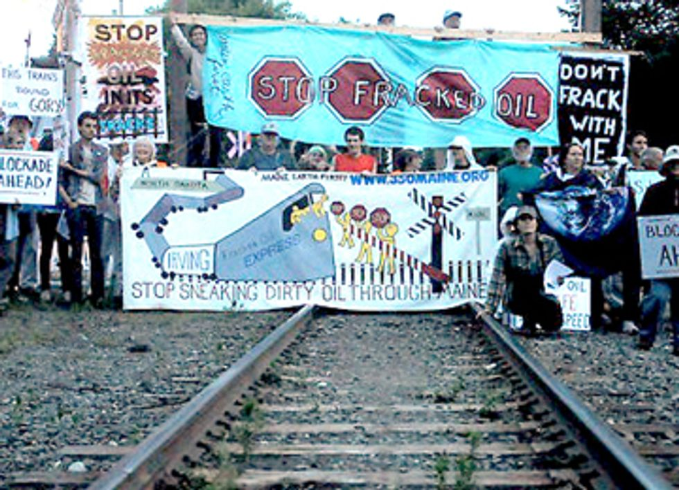 Six Arrested Attempting to Block Oil Train to Canada