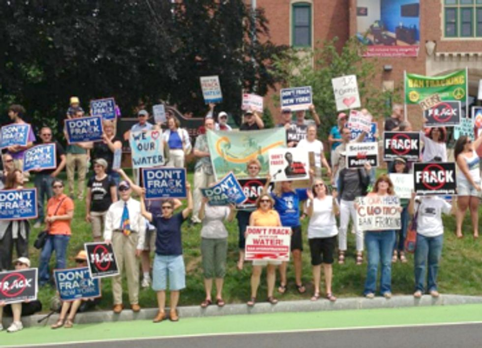 New Yorkers Call for Renewables at Anti-Fracking Rally During Cuomo Fundraiser