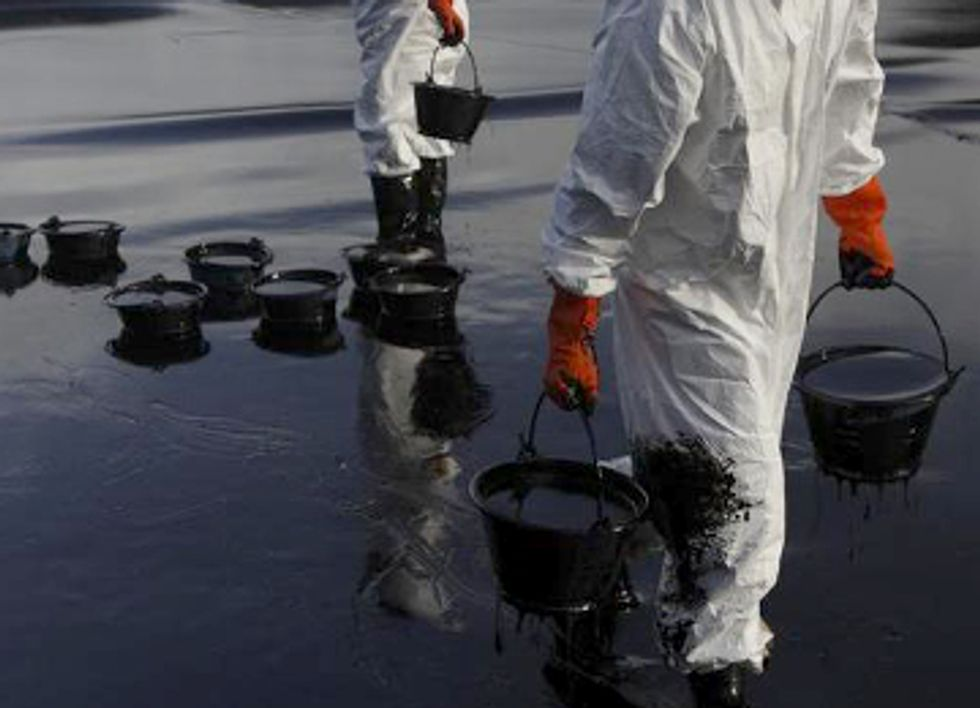 50 Tons of Crude Oil Spill in Thailand