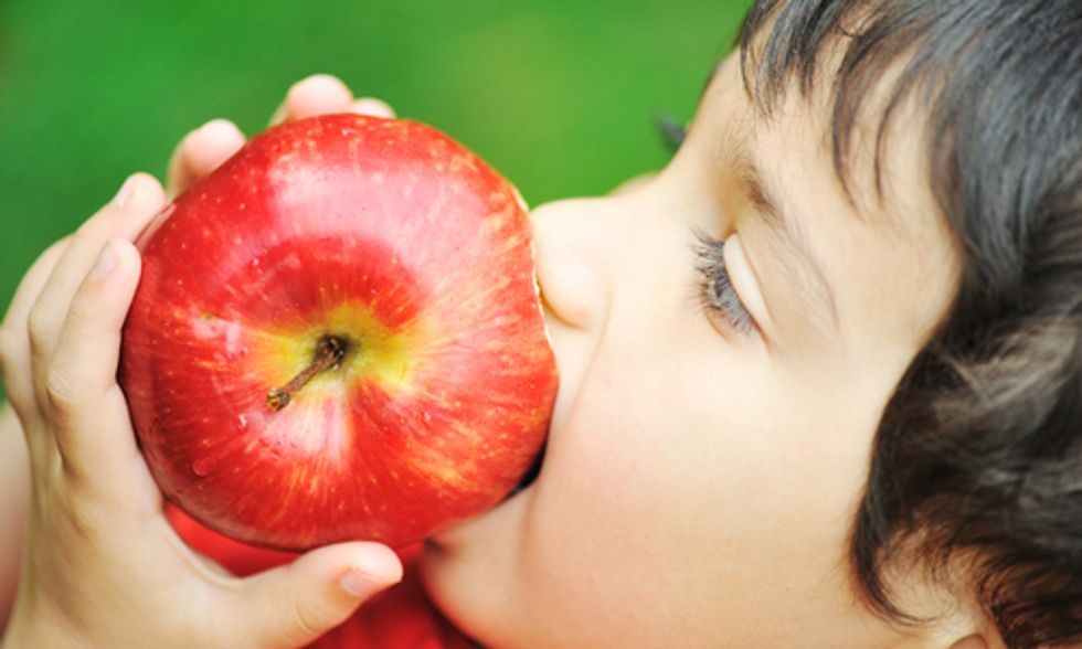 Most U.S. Apples Coated With Chemical Banned in Europe