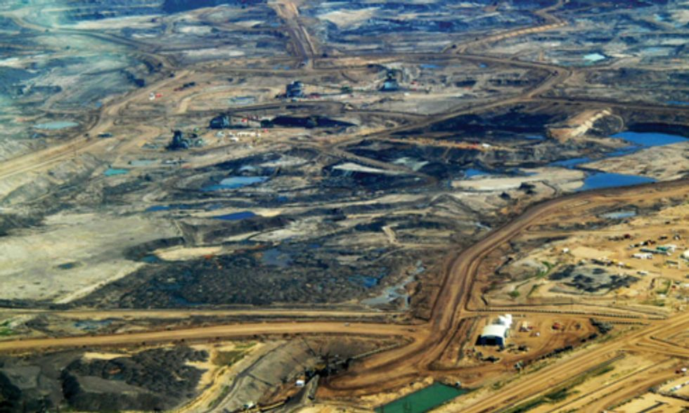 Report Finds Investments in Alberta's Tar Sands 'Make Neither Economic Nor Climate Sense'
