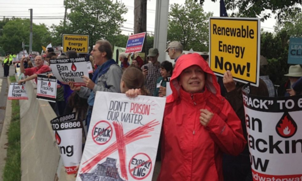 Hundreds of New Yorkers Rally Against Fracking, Call for Renewable Energy