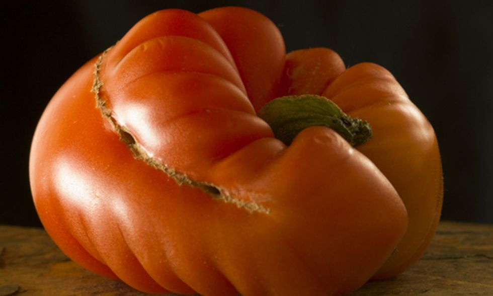 French Supermarket Limits Food Waste by Selling Ugly Produce