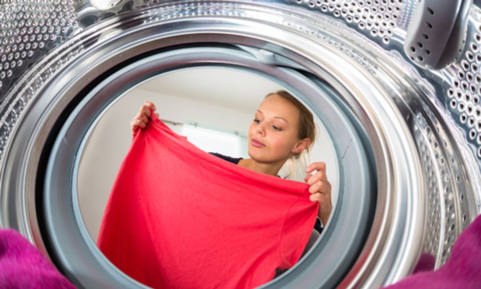 7 Green Ways to Ditch That Static Cling Without Resorting to Toxic Dryer Sheets