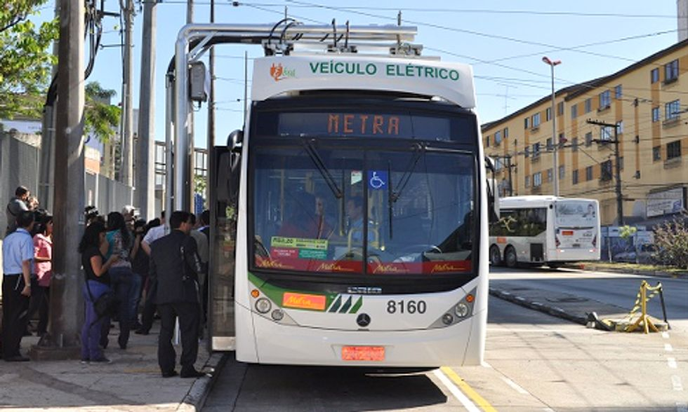 World's First Battery-Powered Bus Transports 135,000 Passengers in 10 Days