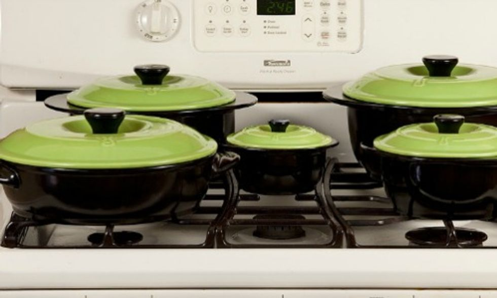 4 Types of Nontoxic, Eco-Friendly Cookware That's Safe for You and Your Family