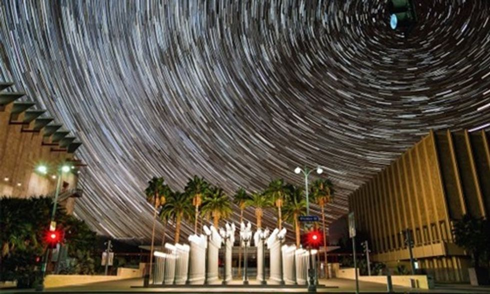 Night Sky Comes Alive in Breathtaking Time-Lapse Viral Video