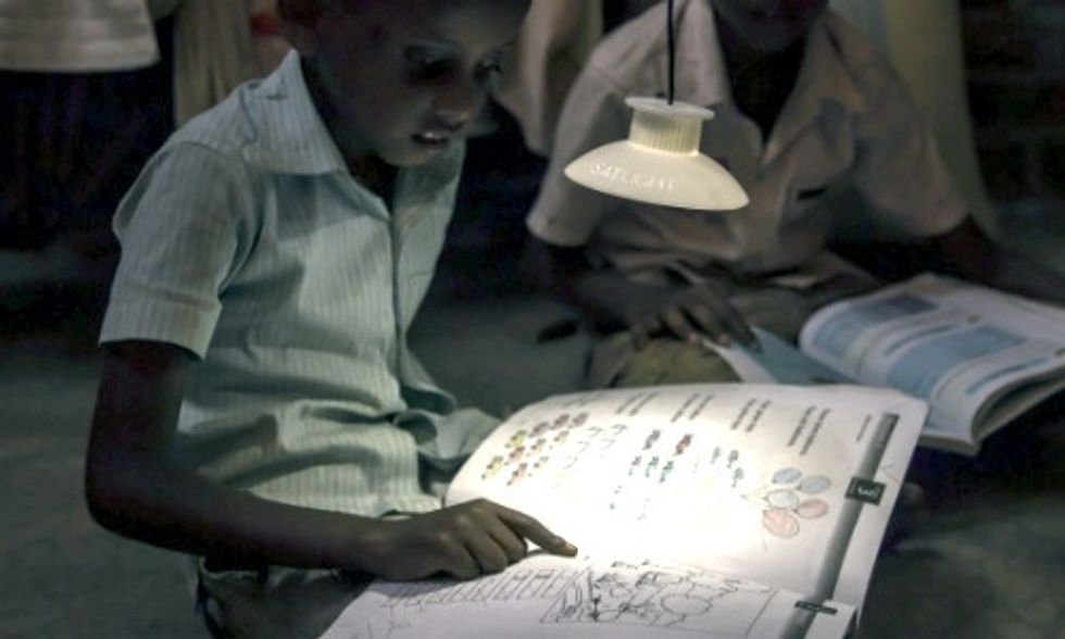 Game-Changing Lamp Powered by Gravity Could Provide Light to Billions