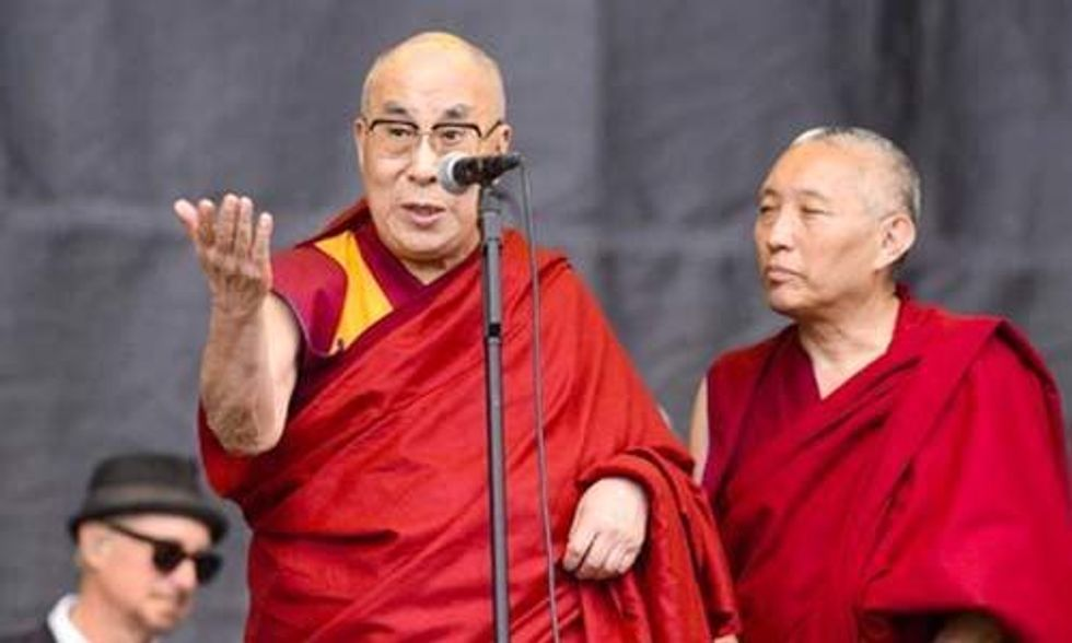 Dalai Lama Endorses Pope Francis's Encyclical on Climate Change