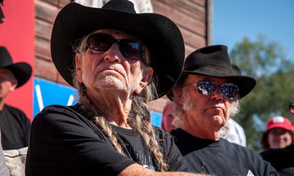 Willie Nelson and Neil Young Play Sold-Out Concert Protesting Keystone XL Pipeline