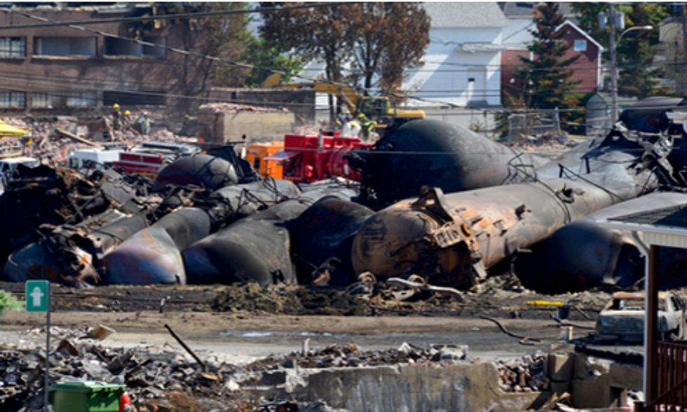 Fracked Oil Bomb Trains at Center of Federal Rules Debate