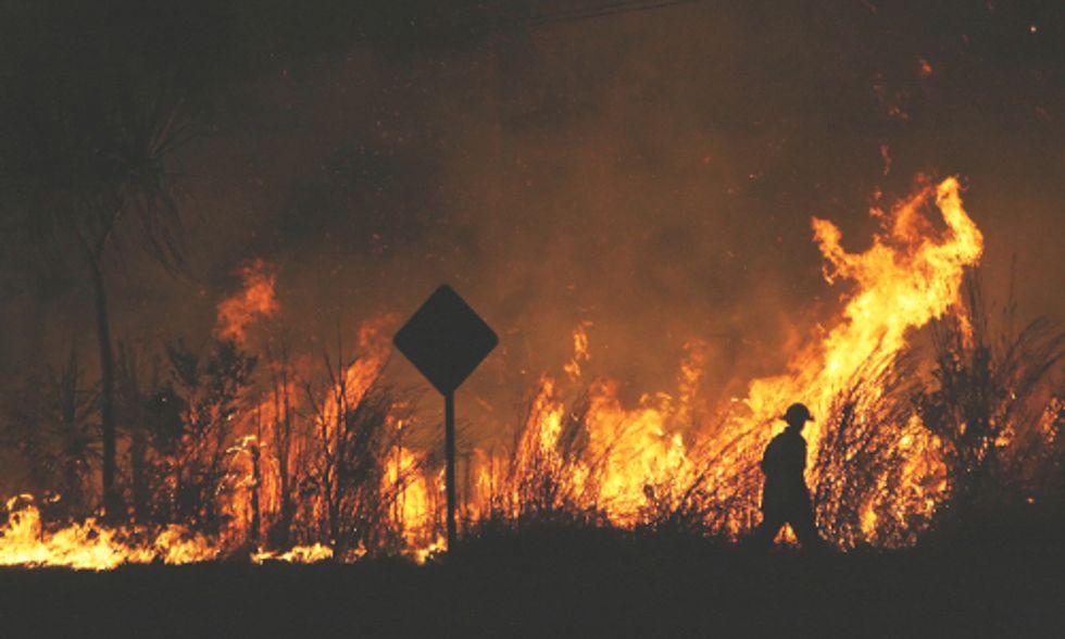 Record Heat in Australia Fuels Wildfires, Shuts Down Internet