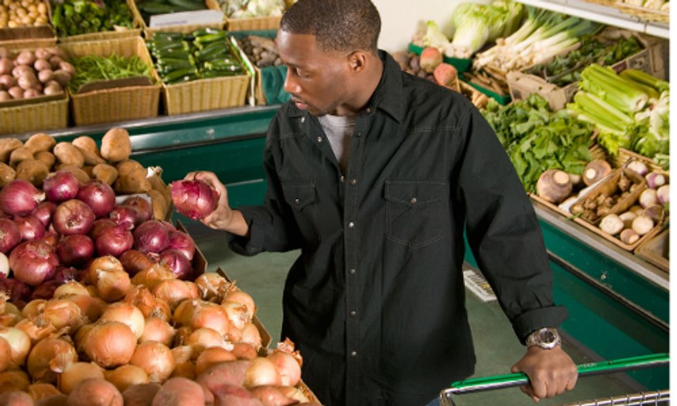 5 Ways to Make Grocery Shopping Healthier for You and the Planet