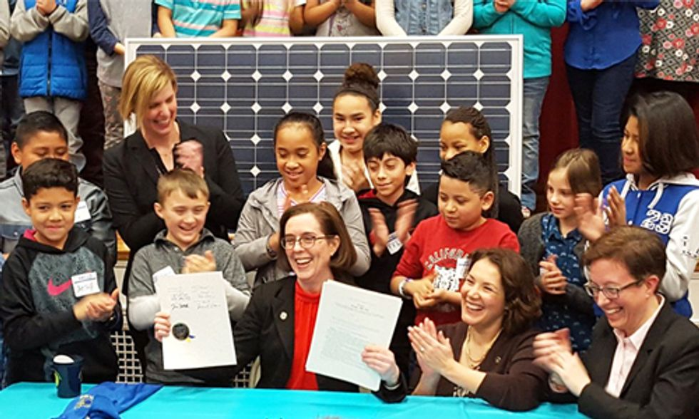 Oregon Becomes First State in Nation to Sign Bill That Phases Out Coal, Ramps Up Renewables
