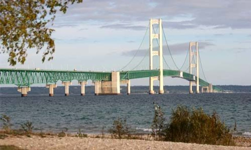 Enbridge's Aging Tar Sands Pipelines Beneath Great Lakes Are 'A Ticking Time Bomb'