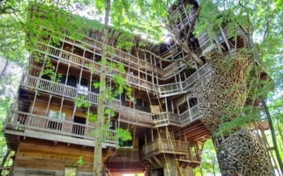 Take a Virtual Tour of the World's Largest Treehouse