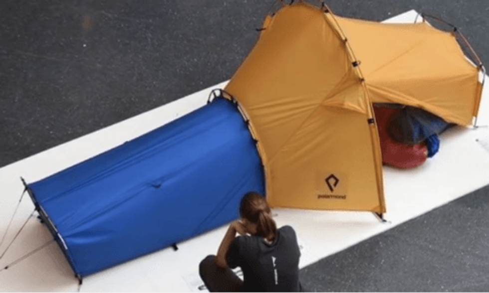 Revolutionary 'Magic Tent' Combines Tent, Sleeping Bag and Pad in One