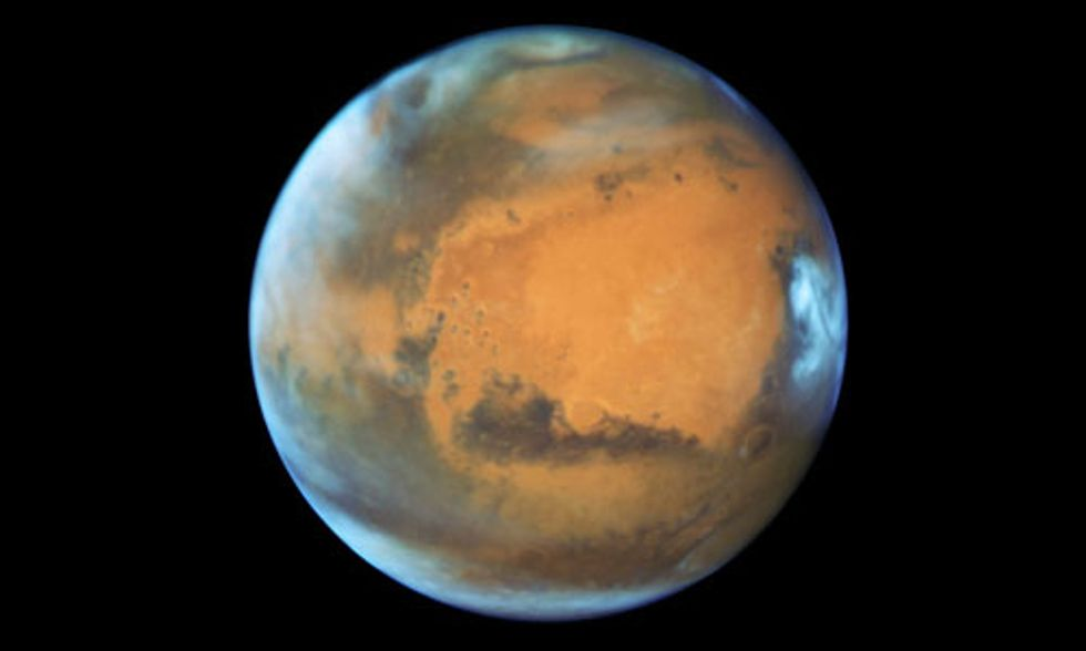 NASA Captures Mars in a Very Photogenic Mood
