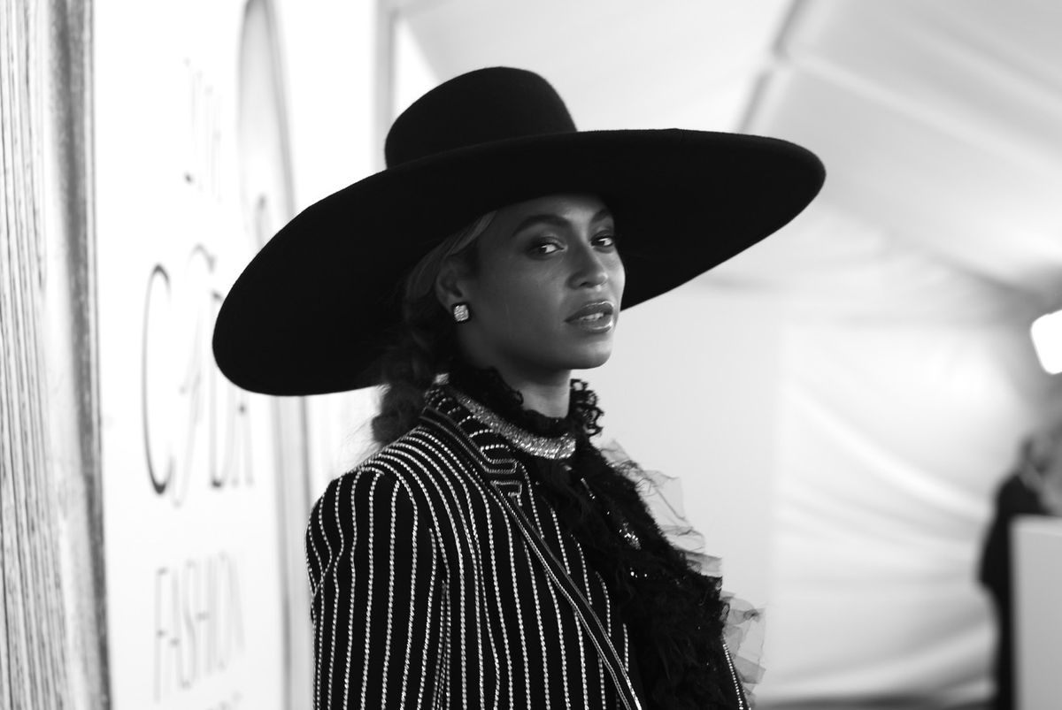Beyoncé Posts Tribute To Slain Dallas Police Officers