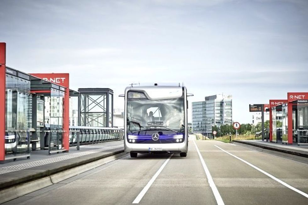 World's First Self-Driving Bus Drives Flawlessly Through Amsterdam