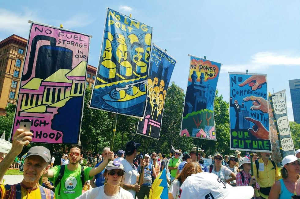 10,000 March in Philly Calling for a Clean Energy Revolution