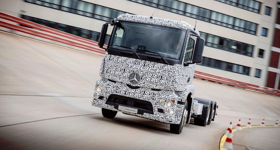 Mercedes Debuts World's First Fully Electric Big Rig