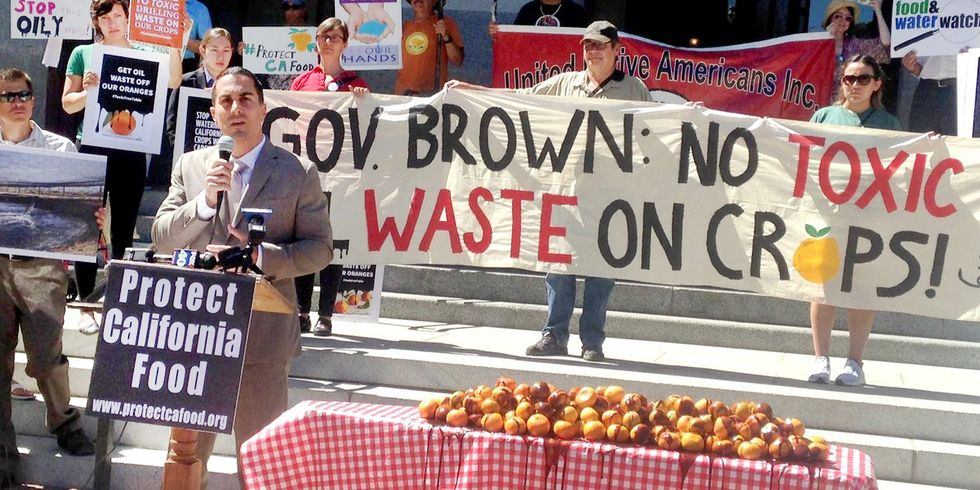 350,000 People Call on Gov. Brown to Stop Irrigating Crops With Oil Wastewater