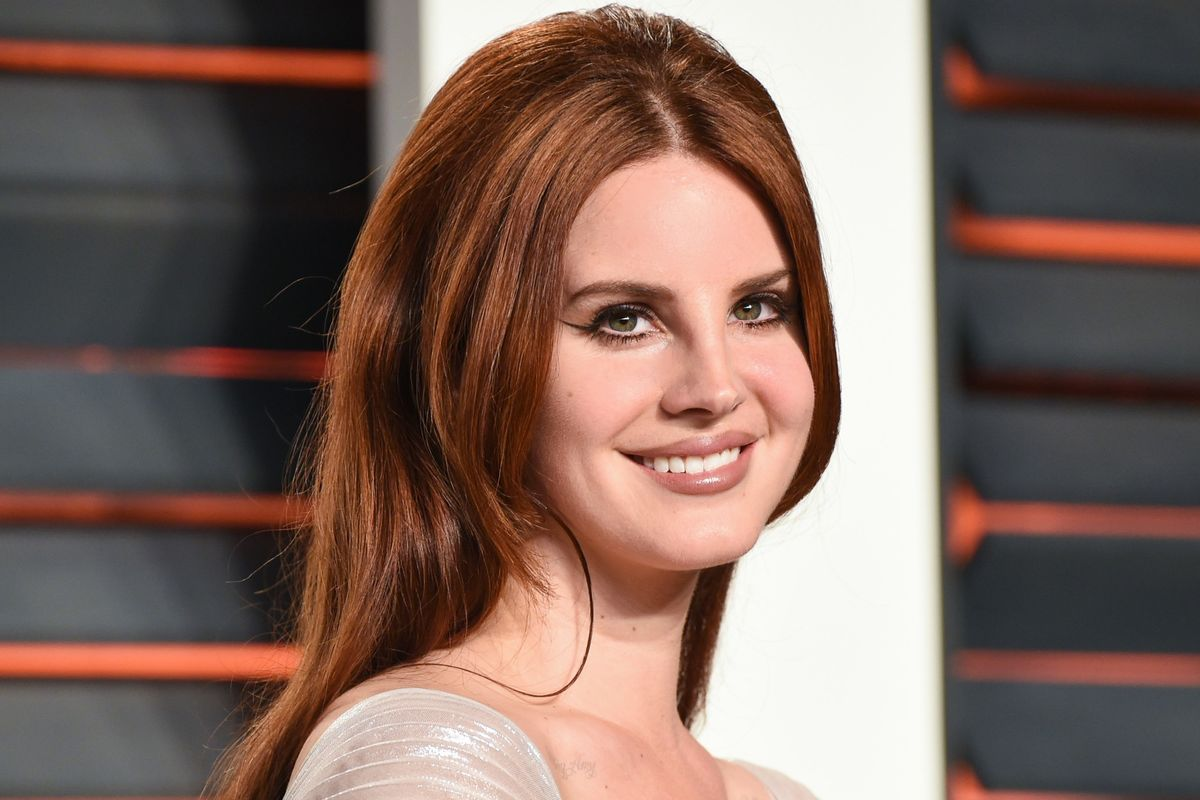Listen To Lana Del Rey's Sunny Pop Song About Blackberry Messenger Sexting